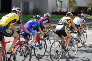 Women riding as a group. Image credit: carbon addiction http://carbonaddiction.net/2013/02/13/biker-gang/