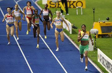 Caster Semenya ahead of the pack in the women's 800m, Rio 2016. Photo credit: Michael Sohn, AP